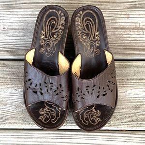 Olukai Moho Lio Wedge Sandals. Size 6